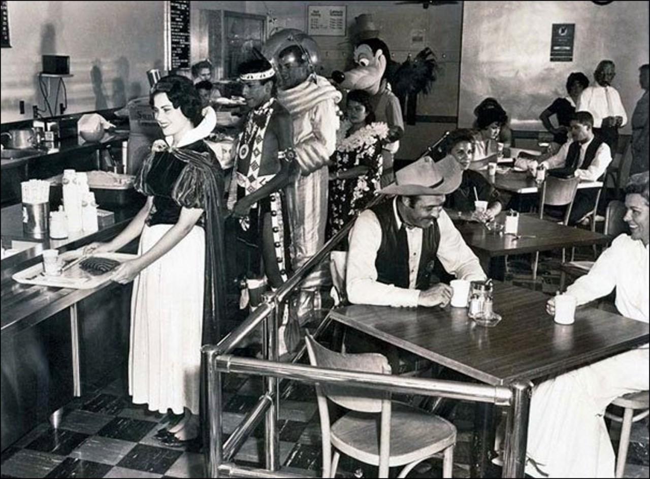 Кафетерий работников Диснейленда 1961 Историческая фотография, история, факты