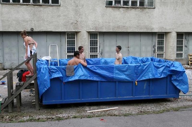 20. Пустой мусорный контейнер может стать отличным бассейном бассейн, своими руками