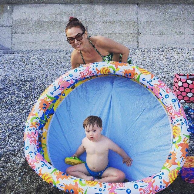 Эвелина Бледанс проводит лето ссыном вКрыму/Instagram