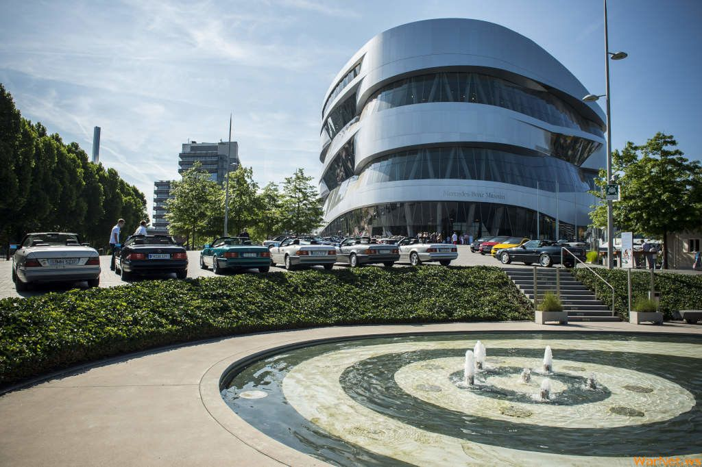 100-летие BMW: Mercedes приготовил «подарок» конкуренту