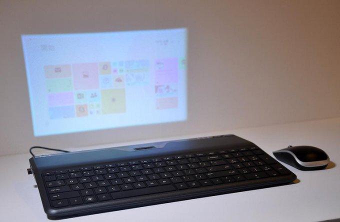Клавиатура со встроенным проектором (3 фото)