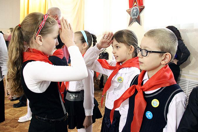 В день рождения комсомола Путин подписал указ о создании новой «пионерии»