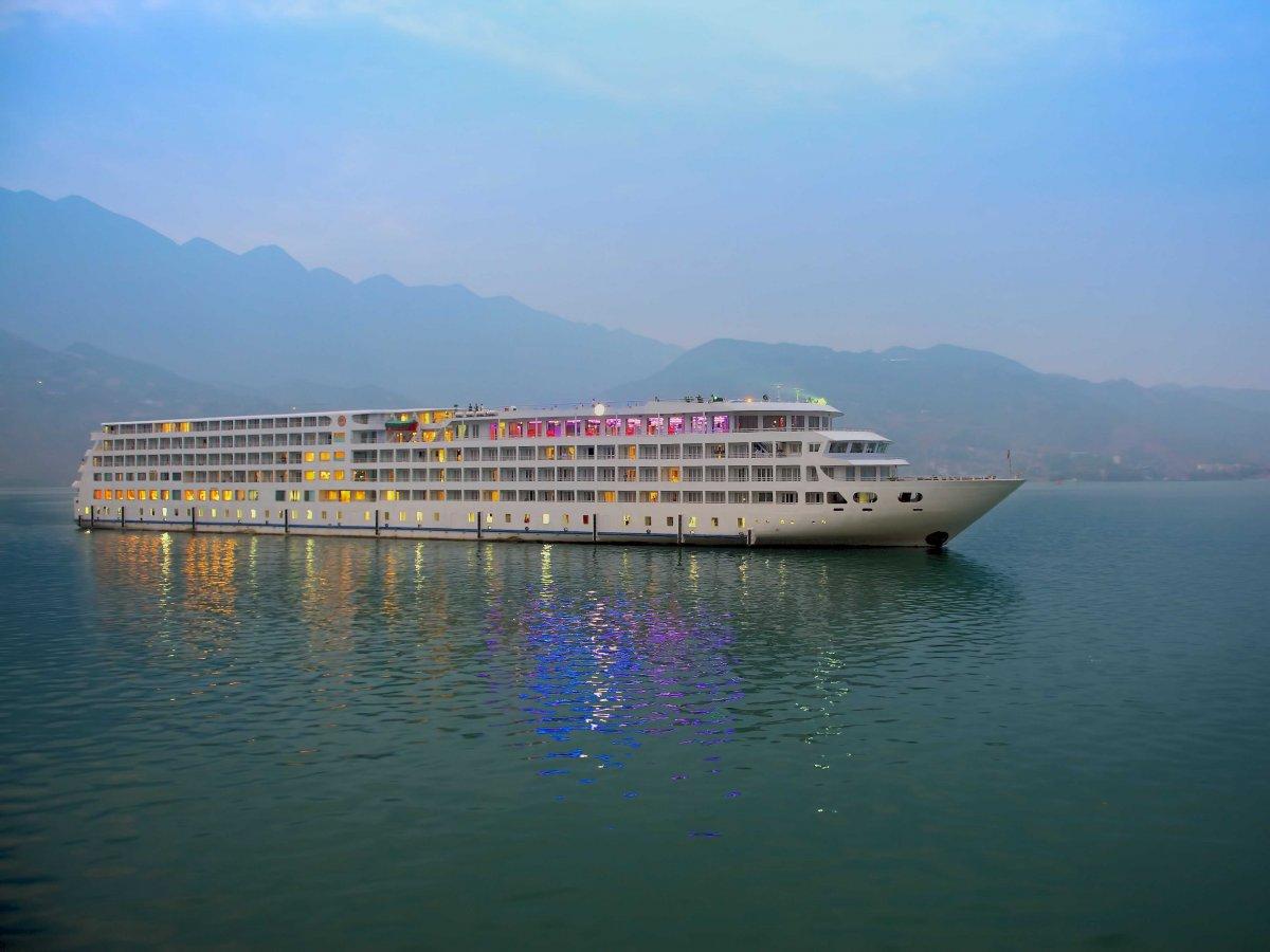 cruise-along-the-yangtze-river-in-yunnan