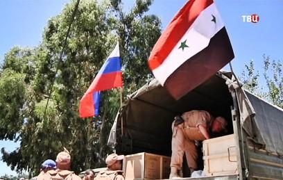 Российские военные доставили в школу Хомса тетради и ранцы