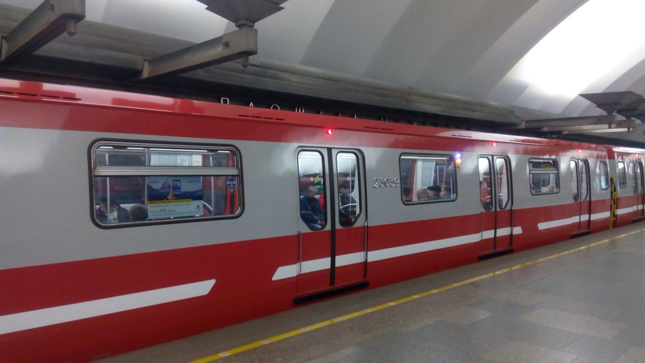 Почти 600 вагонов типа «Москва» появятся в столичном метро в 2019 году