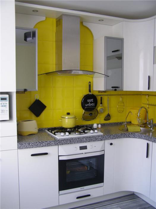 Кухня на троих, где невозможно поссориться, такая она светлая и позитивная