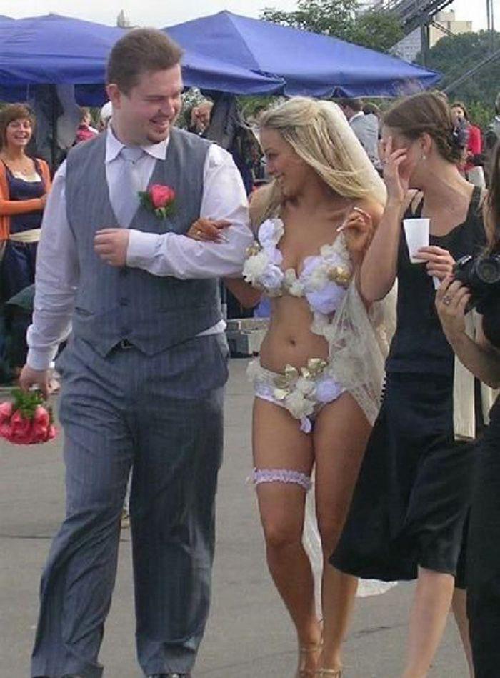 3. Зачем платье, если можно украсить цветочками трусы? Свадебные платья, свадьба