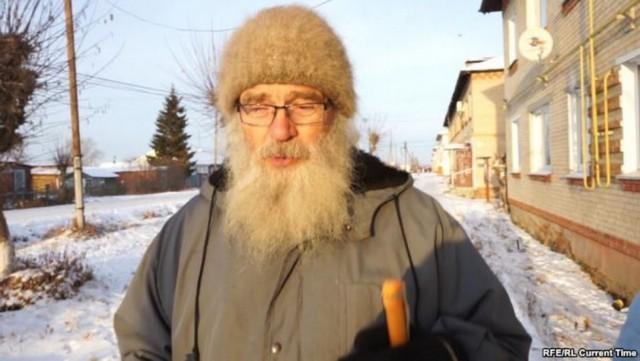 80-летний врач один работает в большом селе