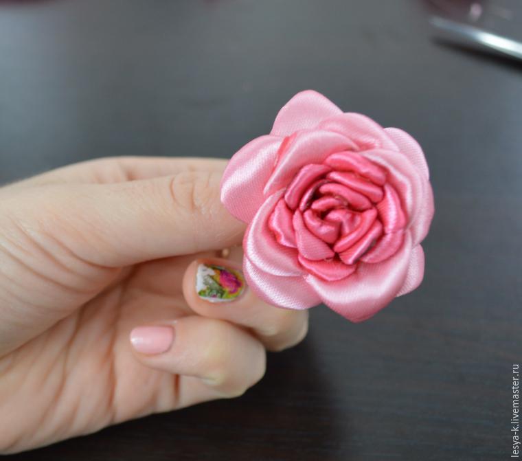 Роза из атласной ленты 25 мм