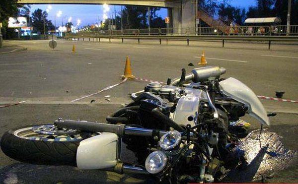 Байкер в Екатеринбурге сбил с мотоцикла инспектора ГИБДД
