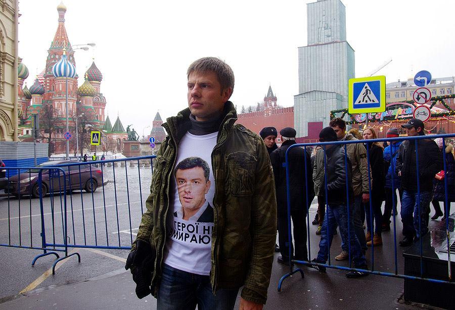 Оппозиция перестаралась с подготовкой к траурному маршу 1 марта, выдав тем самым свое участие в убийстве Немцова. Ну, тупыыые, даже надпись на хохляцком!!!!