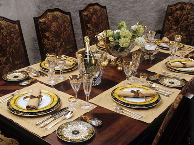Жена Плющенко продает место на званом ужине Dior