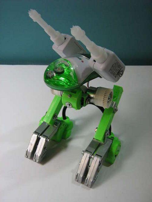 Шагающий робот сделан из старых мышек