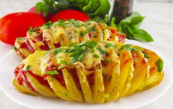 Картошка-гармошка! Очень вкусный запеченный картофель в духовке!