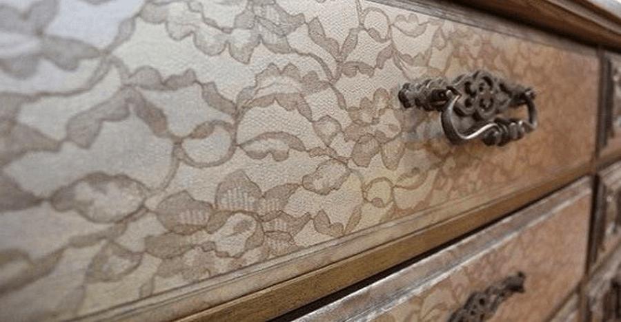 Новая жизнь старой мебели с помощью штор и балончика с краской