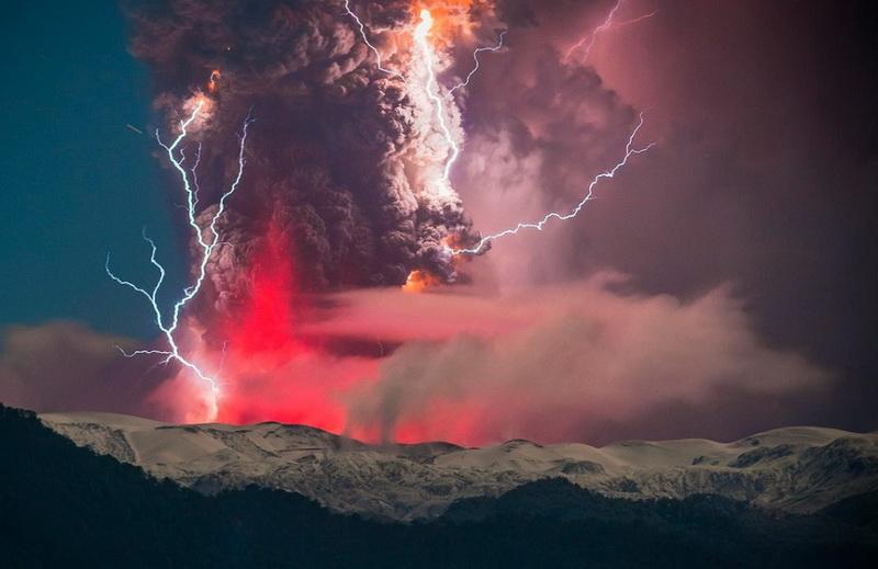 Потрясающие фотографии извержения вулкана