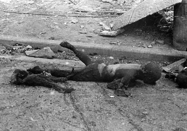 tokio_0011 Сгоревшие от огня американских зажигательных бомб жители Токио.