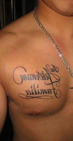 Тату на грудь надписи