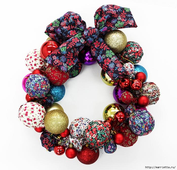Новогодние венки из елочных шаров (8) (700x672, 379Kb)