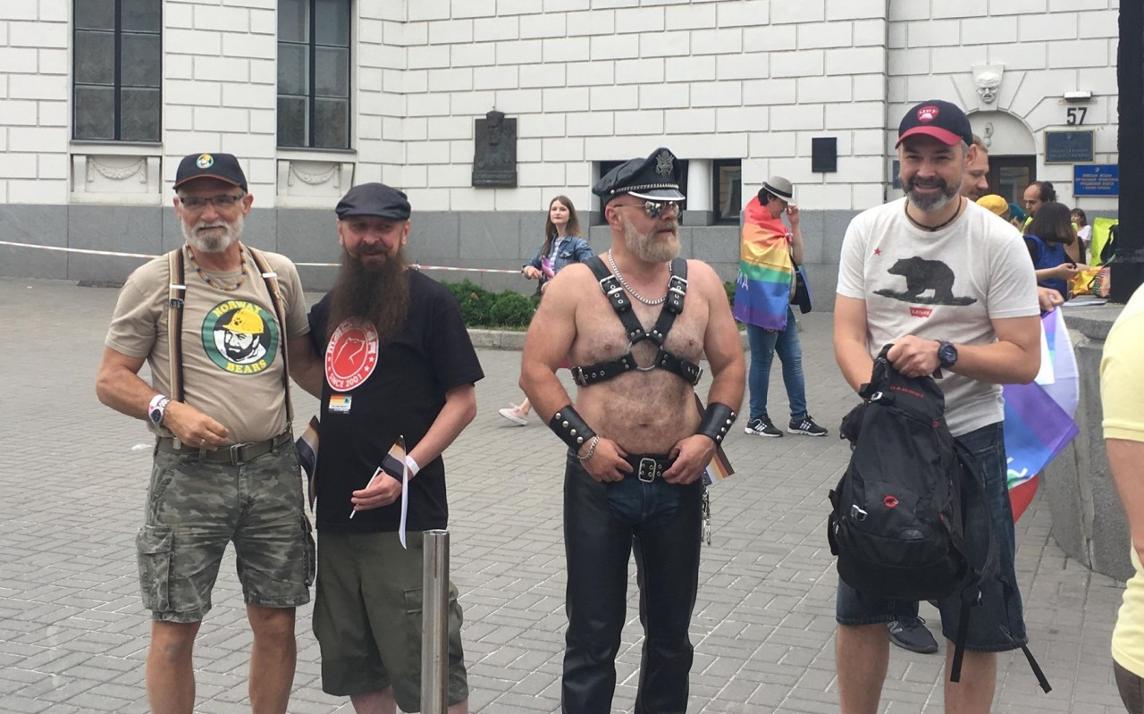 Сегодня геи опустили нацисто…