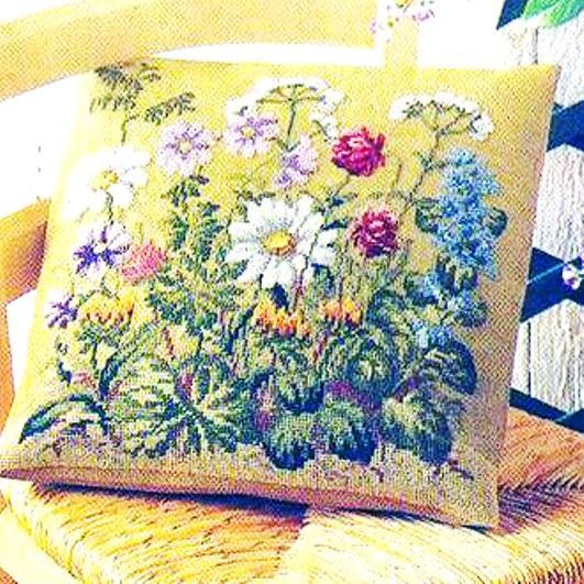 Очаровательно — схемы для вышивки крестом летнего мотива для подушки