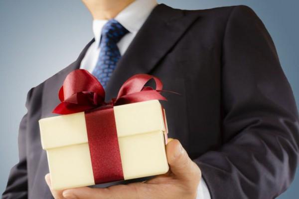 Какие подарки могут принимат…