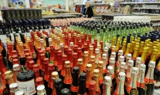 Минпромторг предложил вернуть продажу алкоголя возле школ и поликлиник