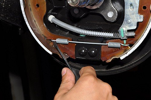Замена задних тормозных колодок на ниссан альмера своими руками 89