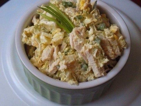 Салат с курицей и пекинской капустой.