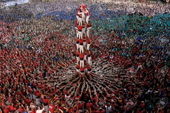 Человеческая башня на конкурсе в Испании.