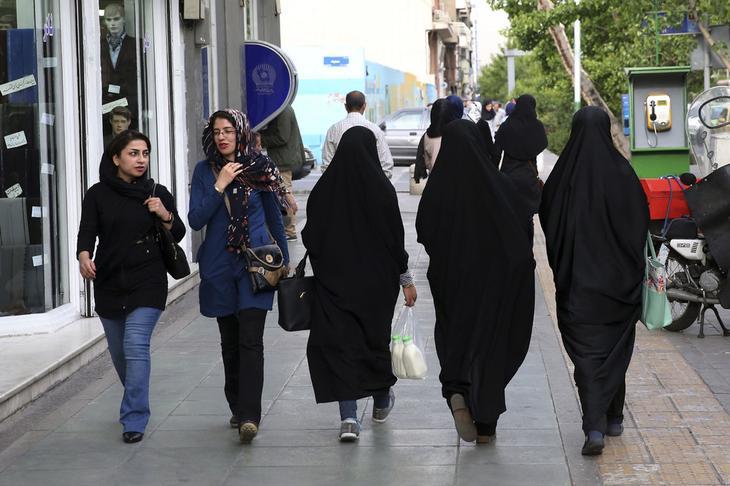 иранские женщины на улице