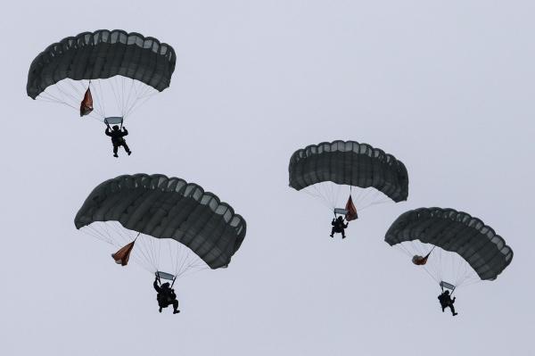 Командующий ВДВ РФ: свыше 10 батальонов готовы к операциям за рубежом