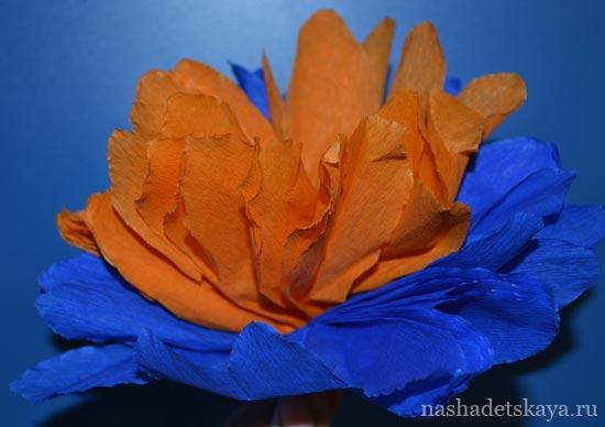 Простой вариант цветка из гофрированной бумаги
