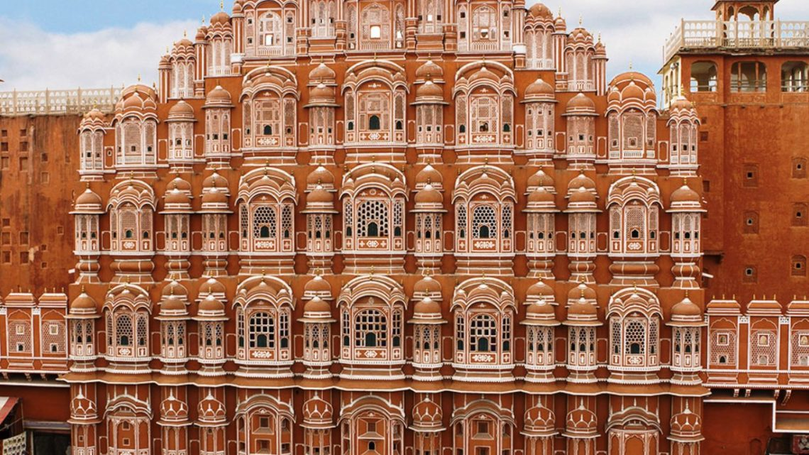 Дворец Ветров в Индии: гарем махараджи, в котором 950 окон и нет ни одной лестницы.