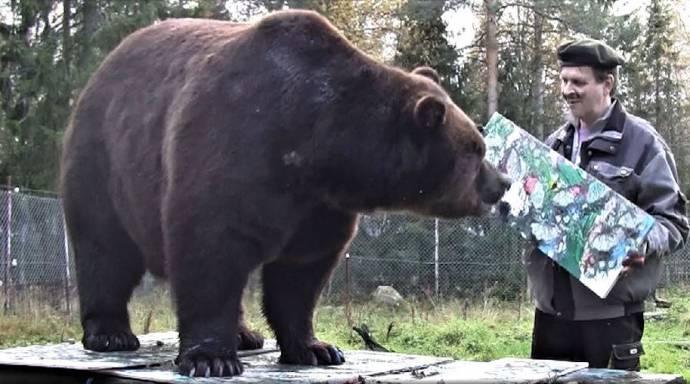 В современном искусстве даже медведь найдет себе место!