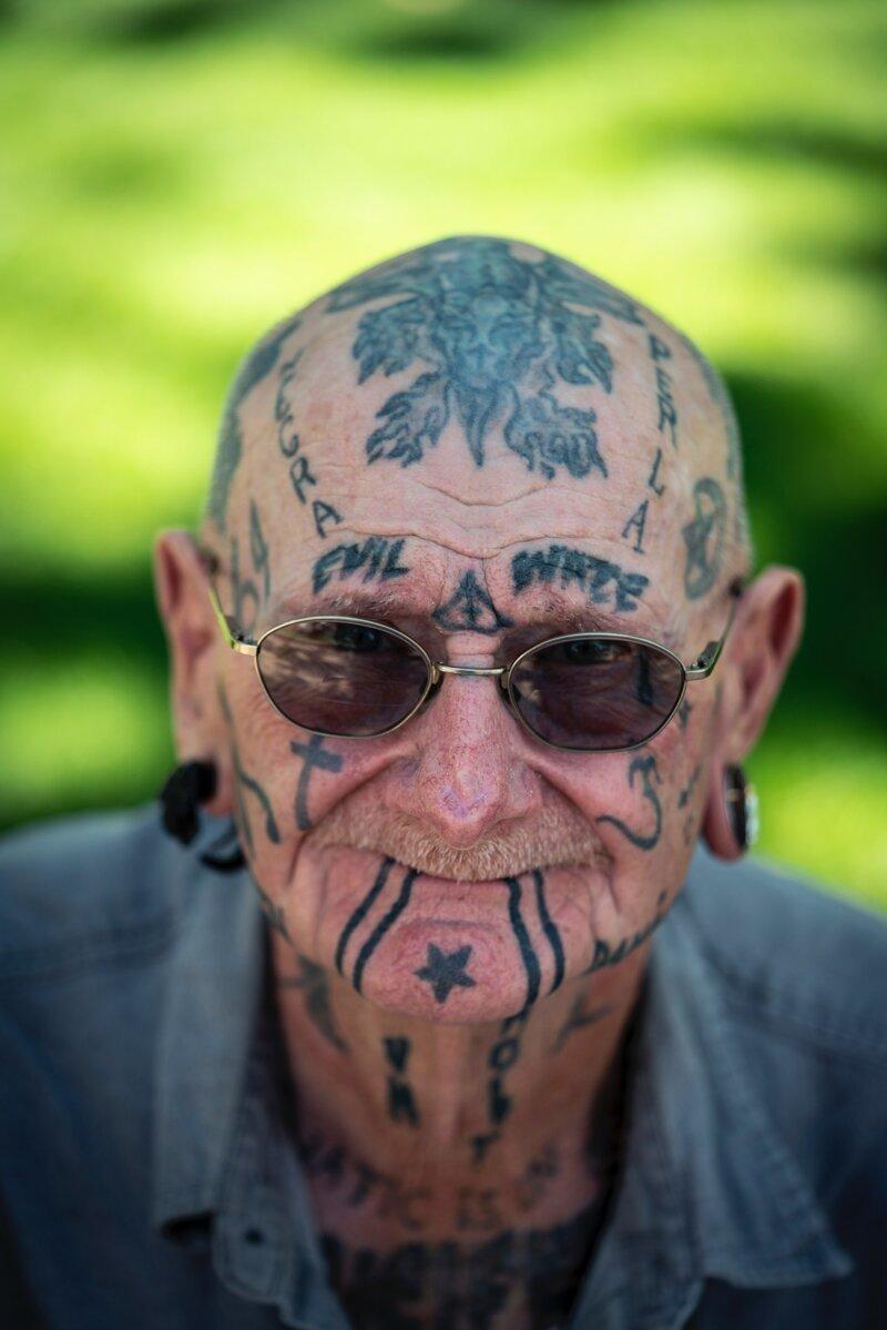 Во-первых, многие татуировки выцветают интересное, люди, пожилые, странные, тату, факты, что творят