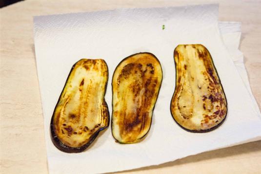 Рулетики из баклажанов - пошаговый кулинарный фото-рецепт