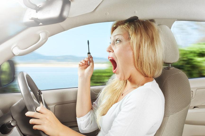 Минутка юмора: анекдоты про автоблондинок