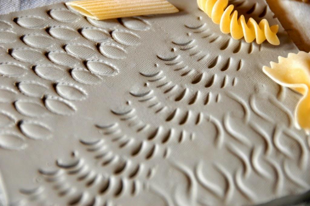 Голь на выдумку хитра : создаем текстуру на плитке с помощью  макарон