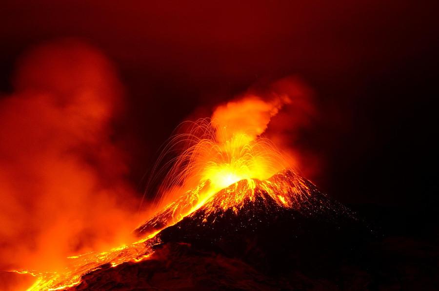 Новый юго-восточный кратер вулкана Этна вулкан, фото