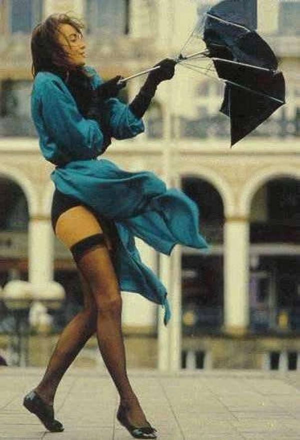 Девушке задрал платье ветром фото 697-841