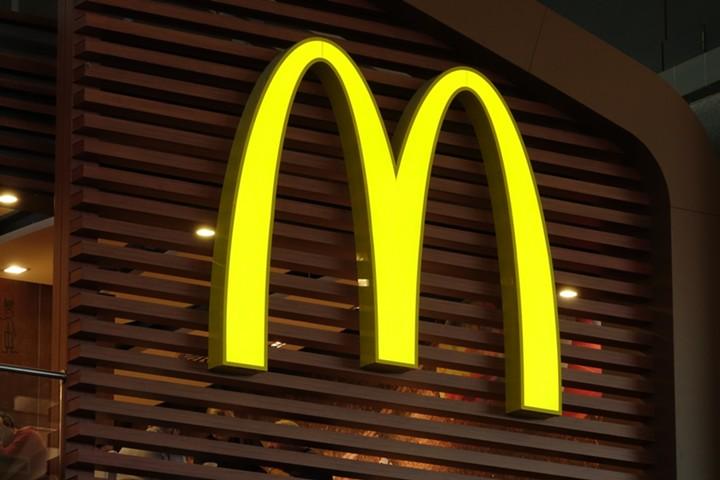 Выручка McDonald's в России снизилась впервые за 19 лет