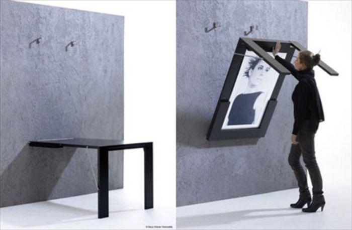 Стол, который можно сложить и прикрепить к стене.