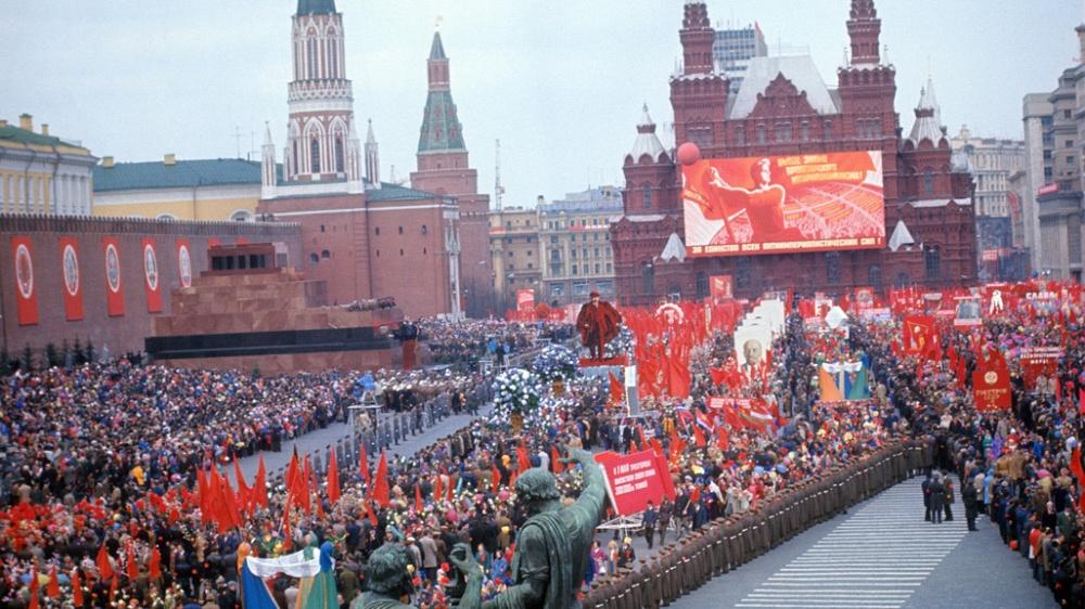 Запоминайте, что орать 1 мая: «Путин за народ, Россию к успеху он смело ведет!»