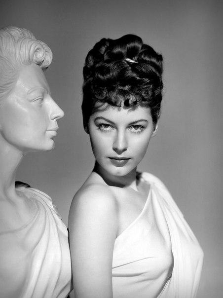 Ава Гарднер в фильме «Одно прикосновение Венеры» (1948)