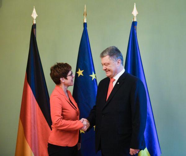 Встреча П. Порошенко с  А. Крамп-Карренбауэр 12 апреля 2019 года