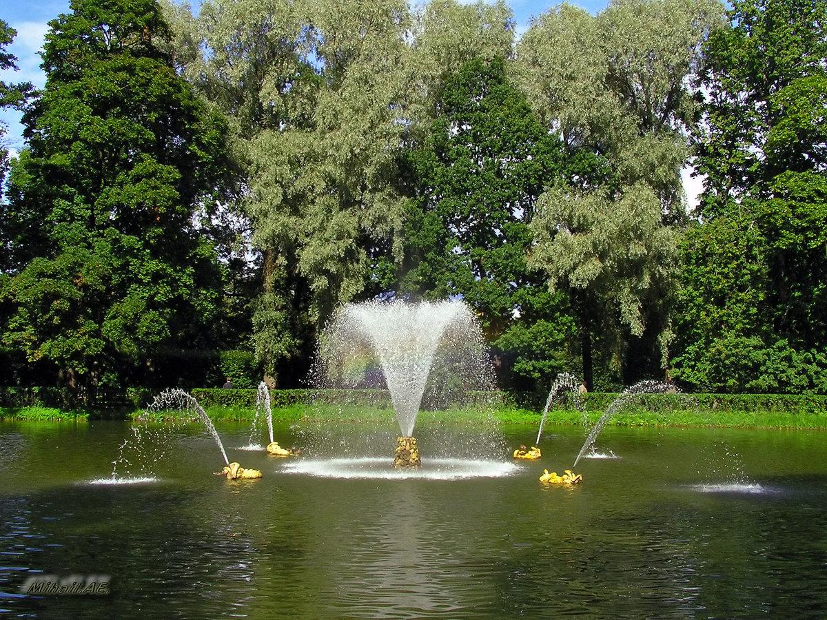 Картинки по запросу фонтан китовый питергоф фото