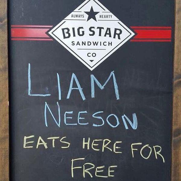 Актеру Лиаму Нисону пообещали в кафе бесплатную еду, и он действительно пришел