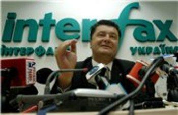 Украинцы направили Порошенко петицию с требованием защитить УПЦ МП