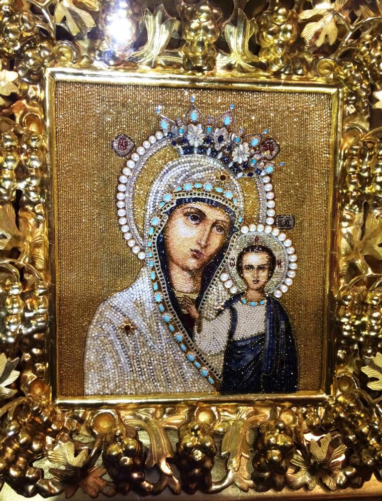 Вышитые жемчугом, бисером и драгоценными камнями современные русские иконы
